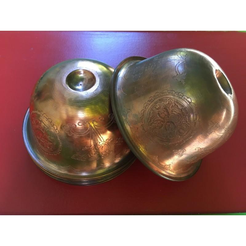 7 bols d offrandes cuivre graves main
